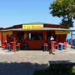 Kiosk Bar La Bussola Bij Kiosk bar La Bussola kunt u lekker eten en drinken direct aan de oever van het meer Snacks, frisdranken, ijs, drankjes en nog veel meer is te verkrijgenen op een unieke plek direct aan het meer. Contact: Sandro mobiel 0039 3289055907 E-mail sandro_2002@libero.it